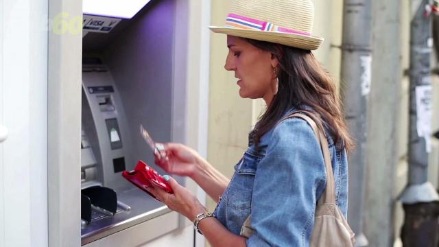 If you hit up an out-of-network ATM, expect to fork over an extra $4.69 cents per transaction on average. Sean Dowling (@seandowlingtv) has more.
