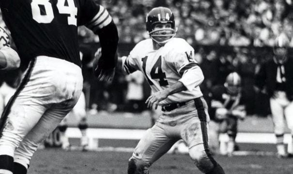 Hall of Fame quarterback Y.A. Tittle dies at 90