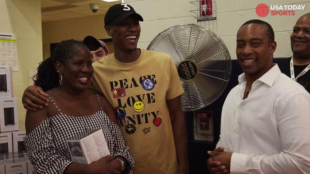 Chicago Bulls' Kris Dunn protects Chicago families