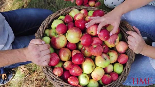 This simple household item gets pesticides off apples