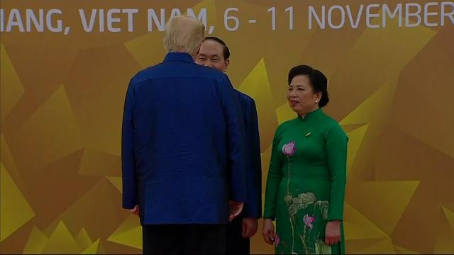 Trump arrives at APEC wearing traditional shirt