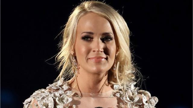 carrie underwood shares first close up selfie after getting stitches