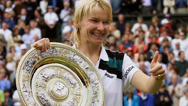Tennis star Jana Novotna dies after battle with cancer