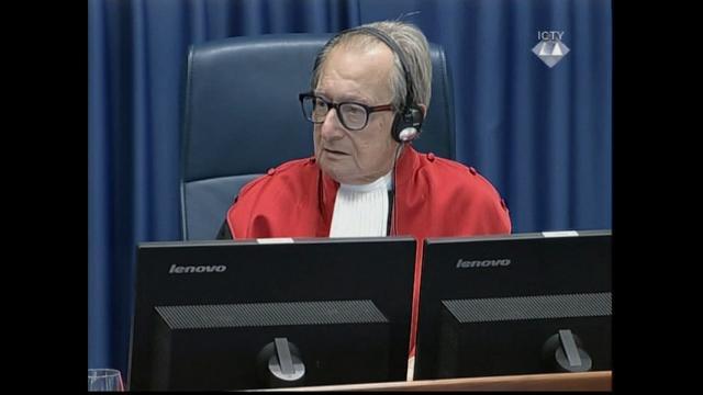 Bosnian Croat war criminal kills self by consuming poison inside court