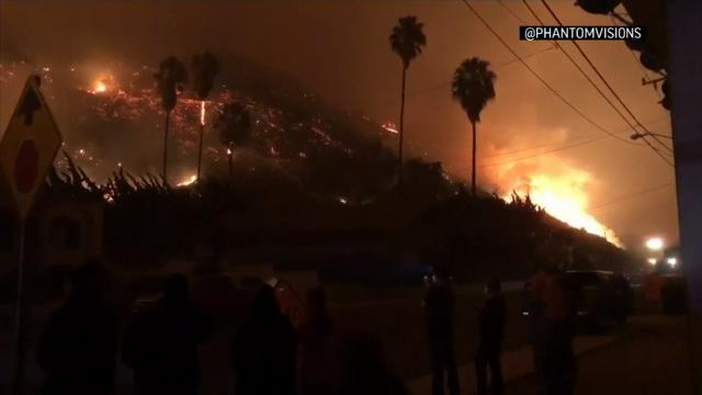 Raw: Wildfires rage in Ventura County, Calif.