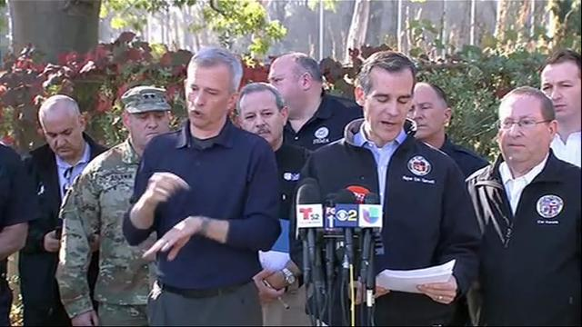 LA Mayor: Fire near downtown 20 percent contained