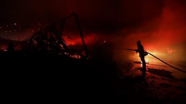 Fire near San Diego destroys 20 structures
