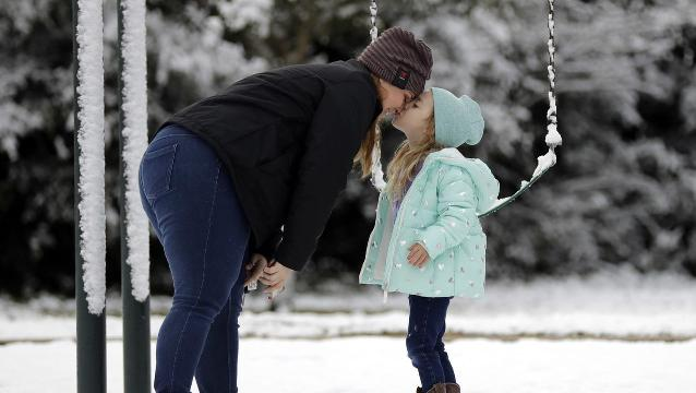 Snow turns south Texas into winter wonderland