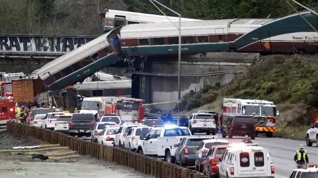 'Emergency, emergency': Amtrak crew calls for help after derailment