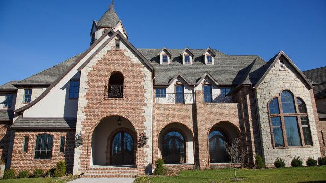 Texas Rangers pitcher Cole Hamels and his wife Heidi are donating their Missouri mansion valued at over $9 million to Camp Barnabas, a camp for special needs children.