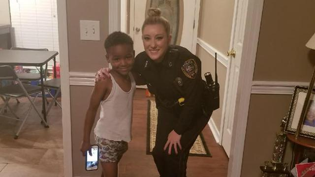 Officer saves Christmas for kid who's scared of the Grinch