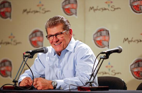 Connecticut's Geno Auriemma became the fourth, and fastest, women's college basketball coach to win 1,000 games.