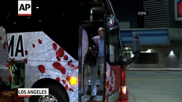 The University of Oklahoma Sooners and the University of Georgia Bulldogs football teams arrived in Los Angeles on Tuesday night. The two teams face each other in the Rose Bowl on New Year's Day. (Dec. 27)