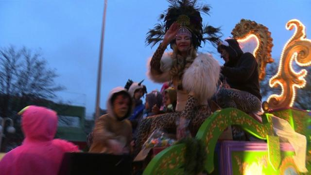 Drag queen stars in Madrid Epiphany parade. Video provided by AFP