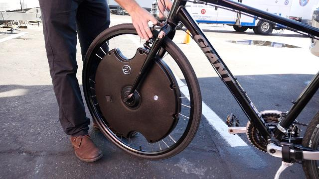This removable wheel will electrify your bike in 30 seconds