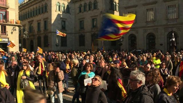 Catalan protesters react to suspension of parliament vote Video provided by AFP
