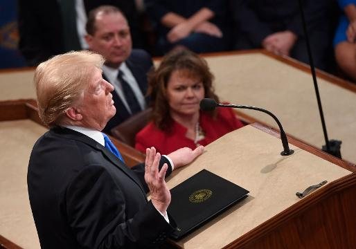 President Trump claps for himself during SOTU