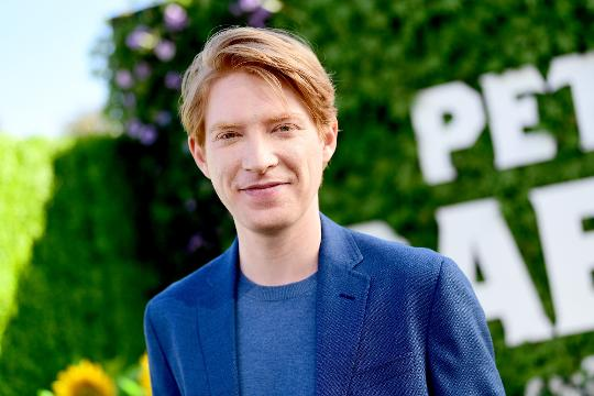 """Domhnall Gleeson details the trials and tribulations of his """"Star Wars: The Last Jedi"""" choke scene and if he got any inspiration from Admiral Motti."""