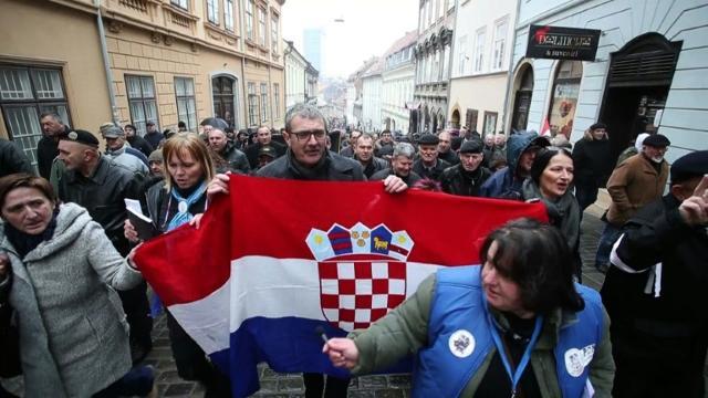 Hundreds protest in Zagreb against visit of Serbian president Aleksandar Vucic.