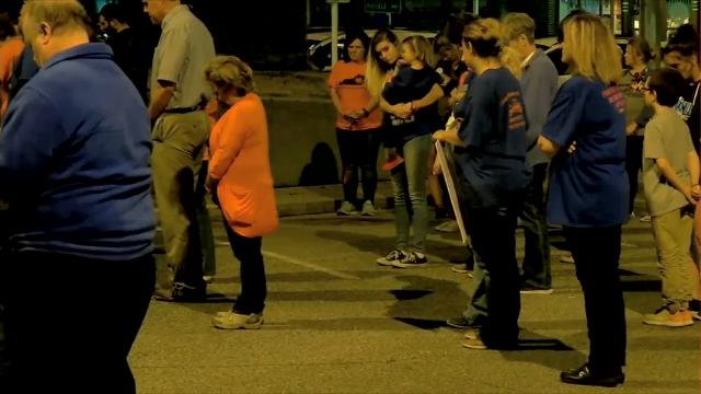 Kentucky town holds vigil, shares bond with Fla.