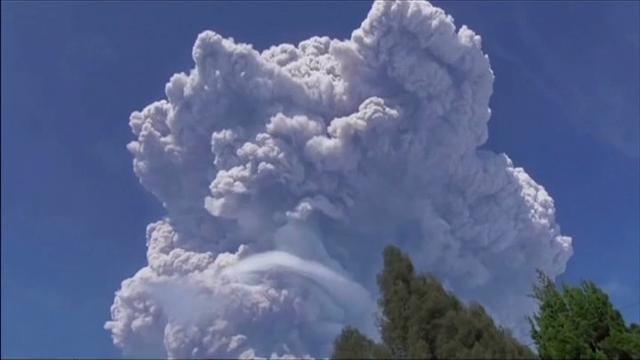 Raw: Indonesian volcano blasts out tower of ash