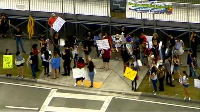 Florida students rally to change gun laws