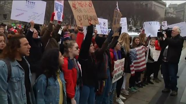 Winfrey praises Florida students