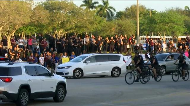 Fla. students return to school after shooting