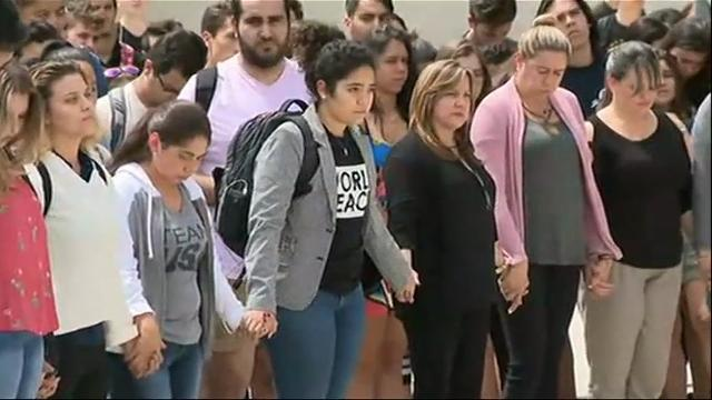 Students returning from spring break to Florida International University held a moment of silence Monday to honor the six people killed in the collapse of a pedestrian bridge that was supposed to be a campus showcase. (March 19)