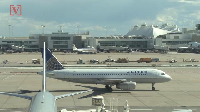 United Airlines gives $10,000 travel voucher to bumped flier