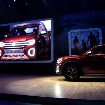 New York Auto Show Volkswagen Atlas Tanoak Pickup Truck Concept Hits
