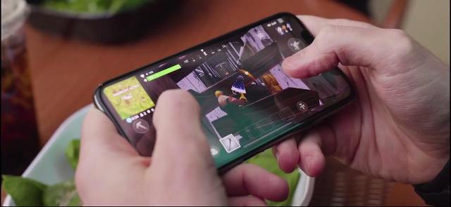 Fortnite Battle Royale - Mobile reveal trailer