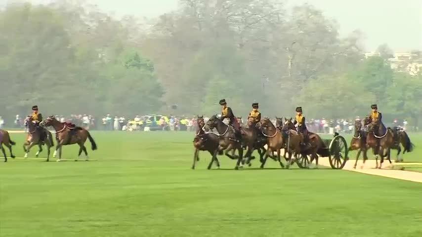 Gun salute to celebrate Queen Elizabeth's 92nd birthday