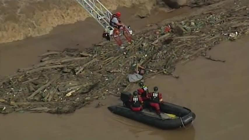 Aerial video from WSOC-TV in Charlotte, North Carolina shows firefighters rescue a kayaker who was stranded in debris in the South Fork Catawba River on Wednesday afternoon. The man was taken to a hospital. (April 26)