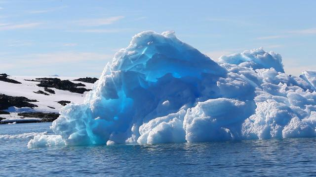 The melting of Antarctica is accelerating at an alarming rate, with about 3 trillion tons of ice disappearing since 1992, an international team of ice experts said in a new study.