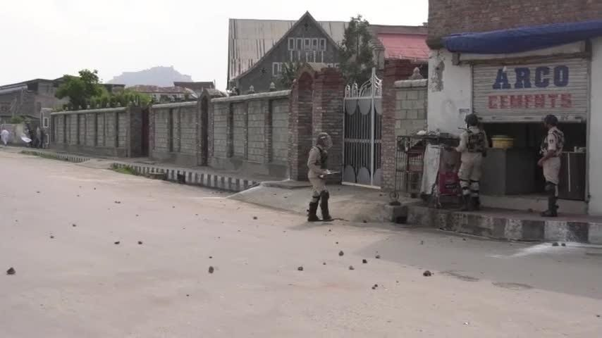 Kashmir Protesters, Indian Security Forces Clash