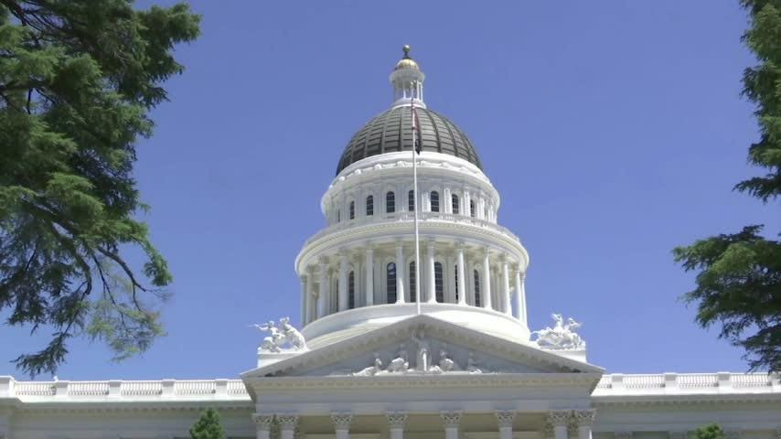 Proponents of splitting California into three states gathered enough signatures to put the measure on the November ballot. (June 19)