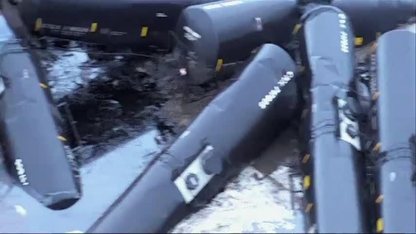 Crude oil leaks from derailed train in Iowa
