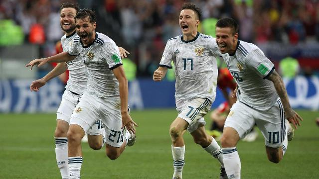 Grant Wahl recaps the second day of the knockout stage at the World Cup, headlined by Russia's stunning upset over Spain.