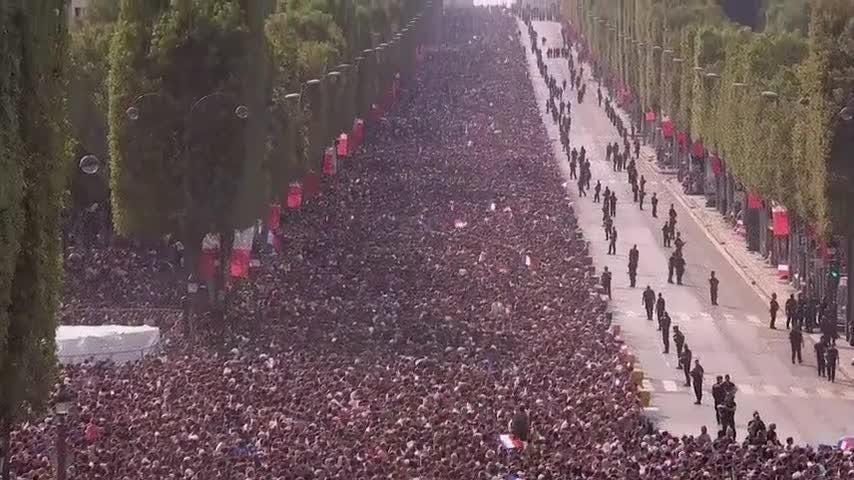 A vast crowd gathered in central Paris on Monday to welcome back France's victorious World Cup football team. (July 16)