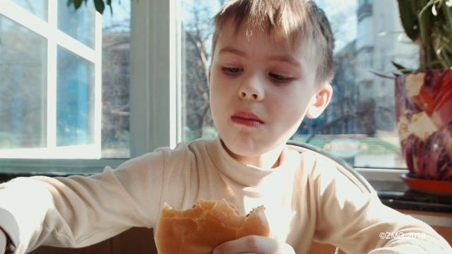 Eating out with kids can be tricky. Keri Lumm shares some tips on how to make it easier!