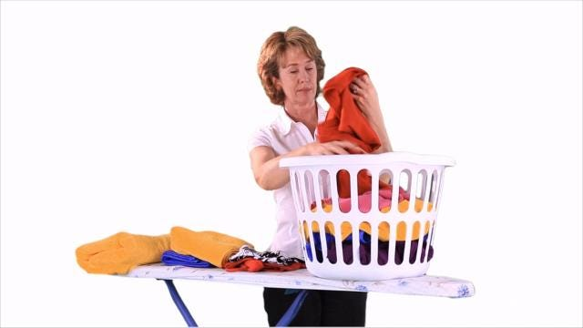 If you're only using dryer sheets to make your clothes smell fresh, you're missing out on the other things they can do around the house. Buzz60's Sean Dowling has more.