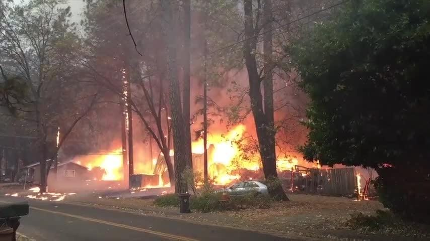 Northern California fire forces town to evacuate