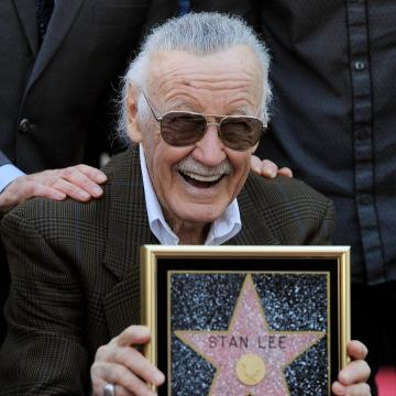 Stan Lee Dead Chris Evans Marvel Superheros React To Icons Passing