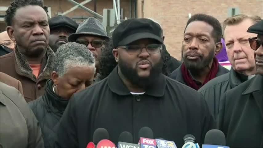 A group of clergy and activists are calling for an independent investigation into a bar security guard's fatal shooting by a suburban Chicago police officer. (Nov. 16)