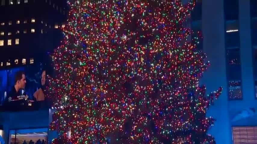 premium selection 69113 7ca59 Rockefeller Center in NYC lights Christmas tree