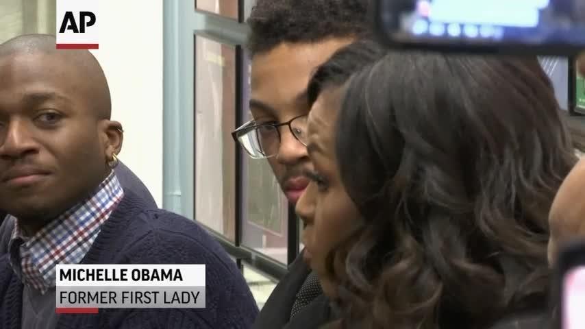 Michelle Obama surprises students at Detroit museum