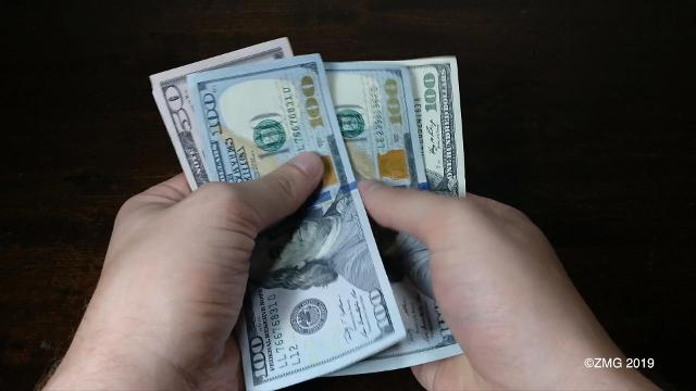 For a lot of of us, our New Year's resolutions might include growing our bank accounts. Here's some tips on how to do that. Buzz60's Natasha Abellard has the story.
