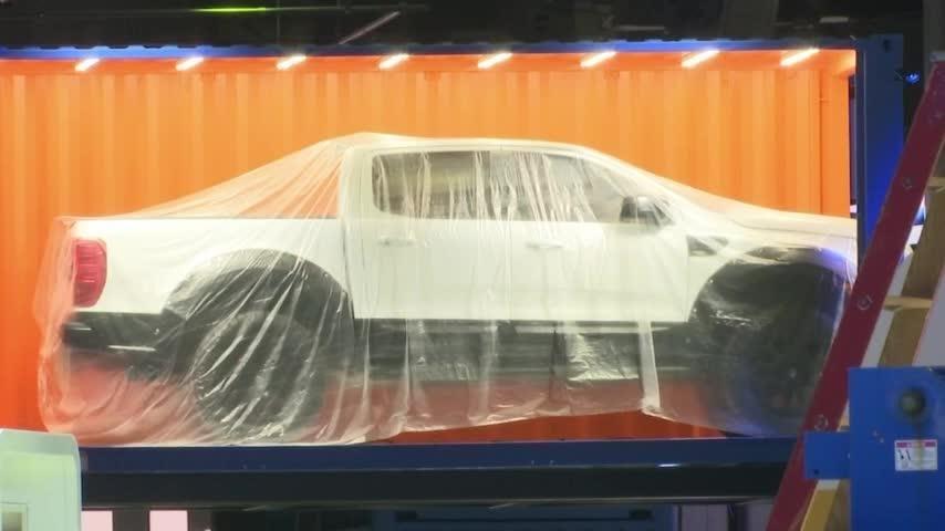 Detroit's mayor tours site of annual auto show