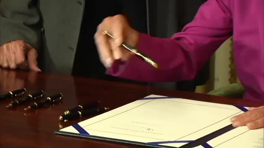 Pelosi signs federal worker back pay bill